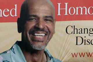 Le leader de la thérapie chrétienne pour gay se saborde & s'excuse