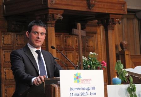 """Manuel Valls au synode : """"L'apport des religions peut être positif"""""""